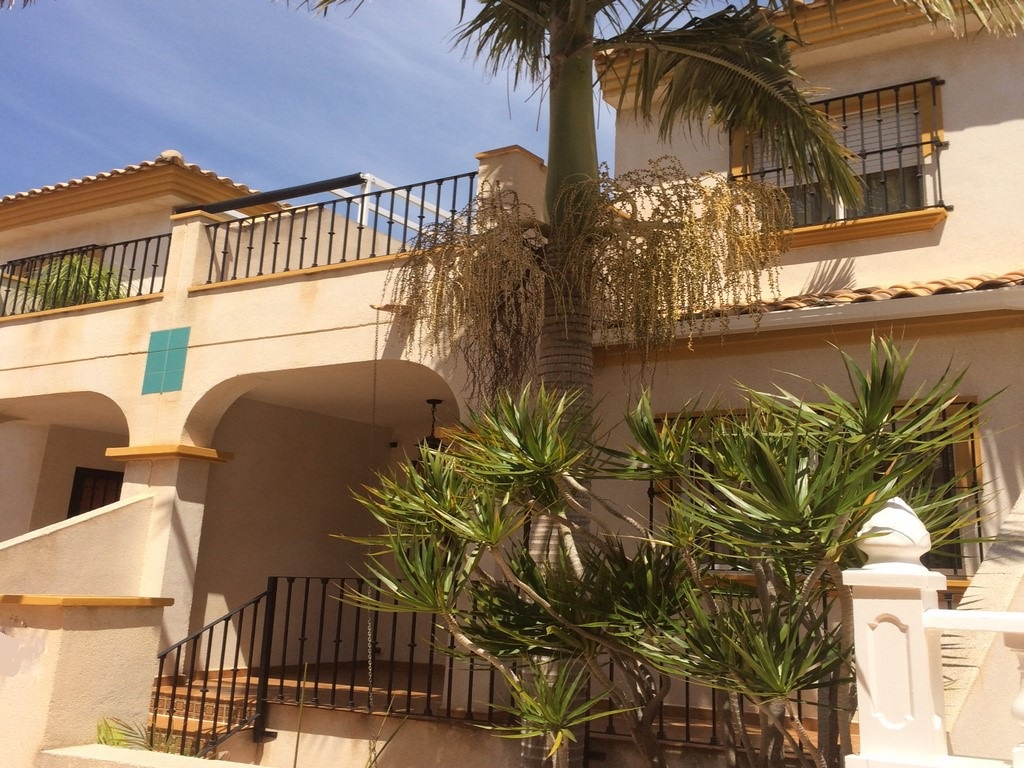 Los Altos Lovely South East facing 3 bed 2 bath townhouse 115,995€