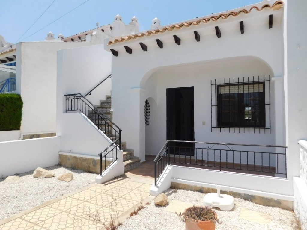 East facing 2 bed 1 bath semi detached Lola style bungalow with a private rooftop solarium - Pueblo Principe, Villamartin , Costa Blanca