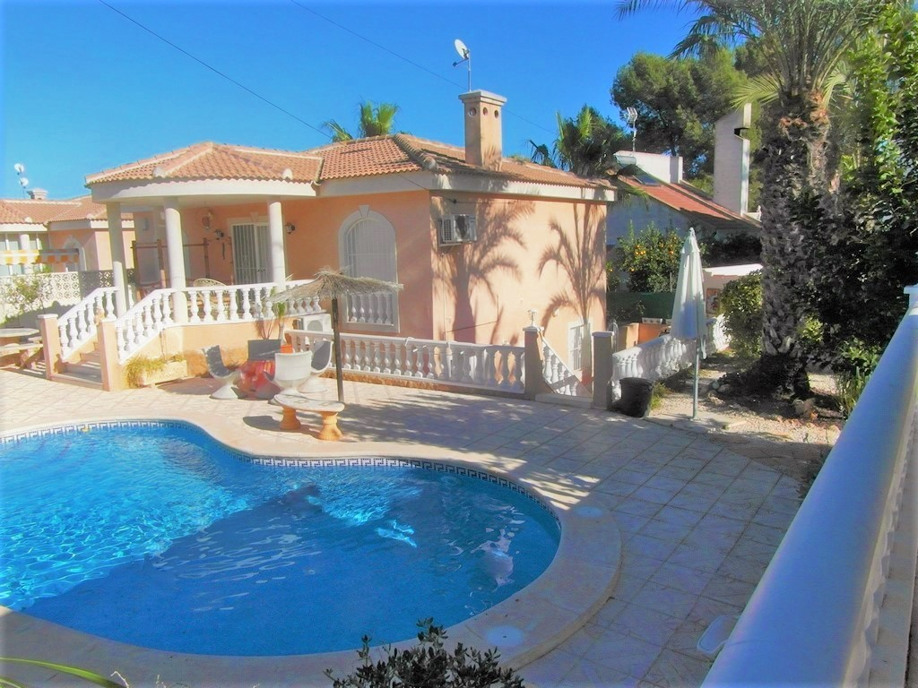 Absolutely Fabulous Luxury 4 bedroom 4 bathroom Villa San Miguel de Salinas with private swimming pool 379,000€