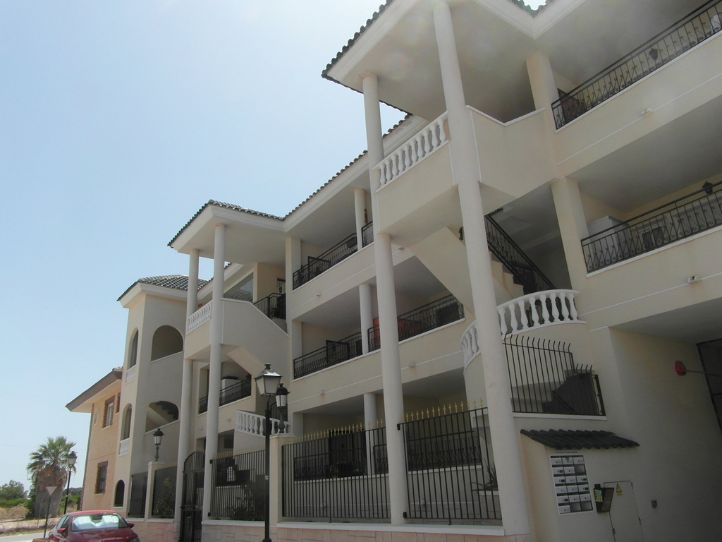 Lovely bright and spacious 2 bedroom 2 bathroom Penthouse apartment 82,500€