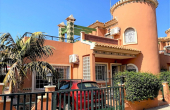 CBCL1975, Playa Flamenca, Costa Blanca, Well presented South East facing 3 bed 2 bath detached villa 111m2 with 2 large reception rooms,a private swimming pool and solarium